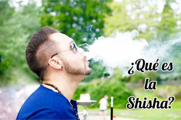 chico fumando cachimba